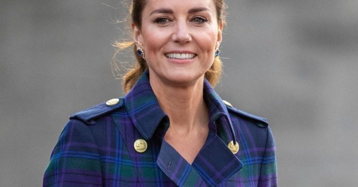 Kate Middleton wears stunning earrings to the Queen: a pair forgotten for 12 years!