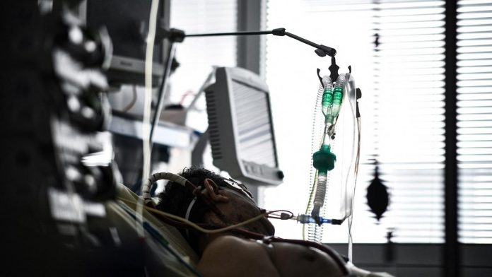 Live - 2,394 patients in intensive care, down indicators