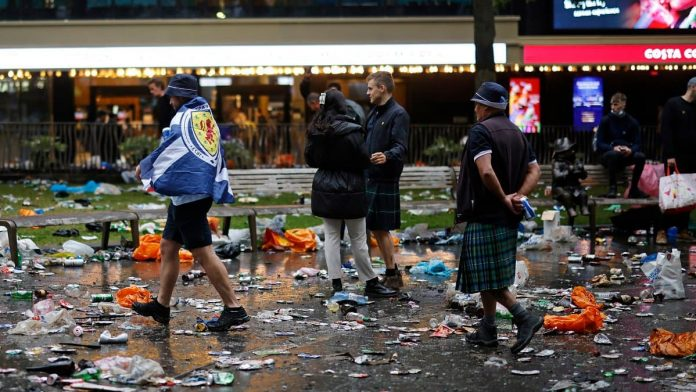 Scottish fans clean up trash after big party in London