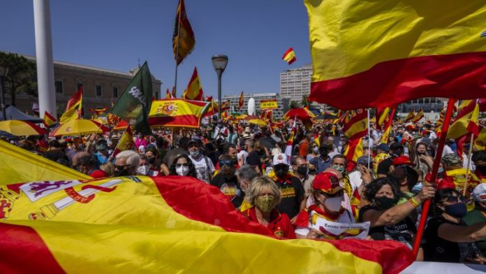 Thousands protest in Madrid against the apology of Catalan leaders (VIDEO)