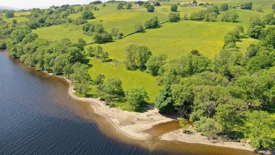 Picturesque location with a private beach: Old Lords area on the north bank of Loch Tay