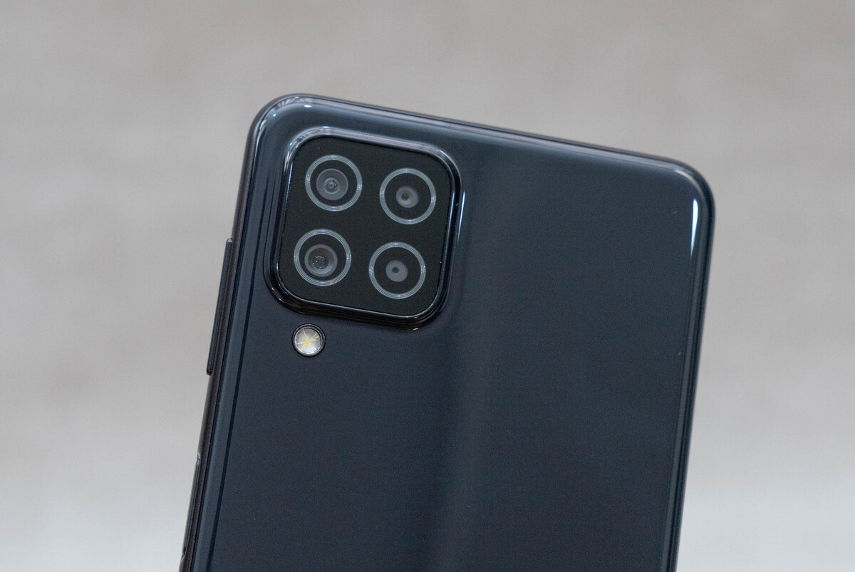 Cluster of 4 cameras on Galaxy A22 4G.  Photo: Who Duck.