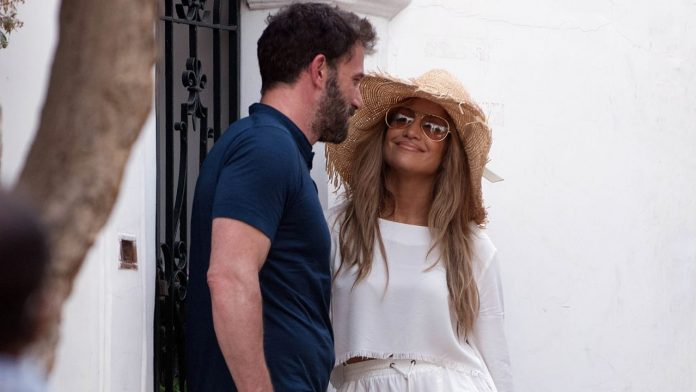 J on Capri  Lou and Ben Affleck: In This Street, Every Celebrity Is Class
