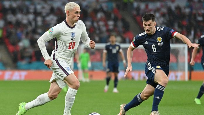 Scotland takes a good point against the English
