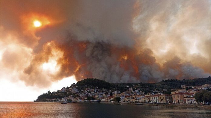 Forest fires keep burning in Greece