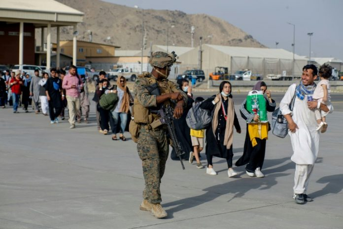 Chaos in Kabul: Biden does not rule out increasing US presence