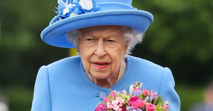 Elizabeth II: The Queen in Operation Temptation in Scotland at a Tense Moment... : Slideshow