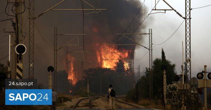 Massive fire outside Athens - Current Events