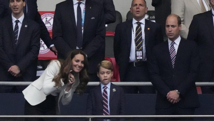 PHOTOS - EURO FINAL: Kate and George, Prince William, Beckham ... beautiful people in the stands at Wembley