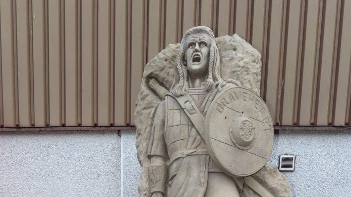 A statue of Scottish hero William Wallace was mocked on social networks