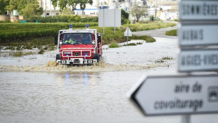 Floods in France: At least 7 people drowned, 8 departments on alert on