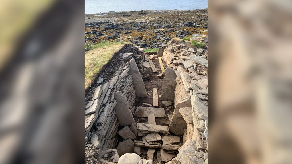 Image of a prehistoric tomb in Scotland