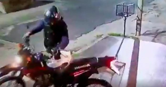So the motochorros shot a city policeman for stealing his motorcycle.  chronicle